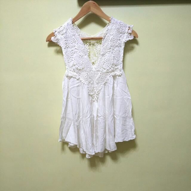 夏季必備🌵白色蕾絲V領傘裝上衣~搭寬褲