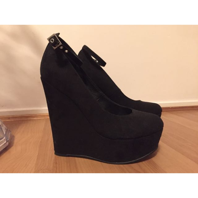 Zu Black Wedges Size 7