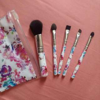 Claire's Travel Brush