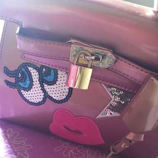 <MovingOut> PlayNoMore Bag