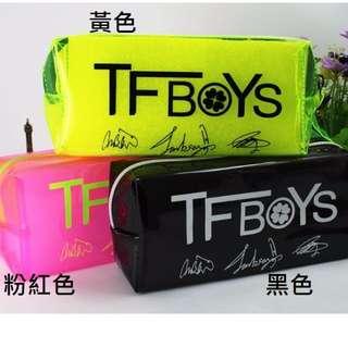 買就送TFBOYS tfboys ● TF 手環 炫彩 四葉草 簽名筆袋 化妝包 王俊凱 王源 易烊千璽