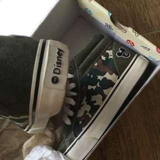 Disney 軍綠色高筒帆布鞋
