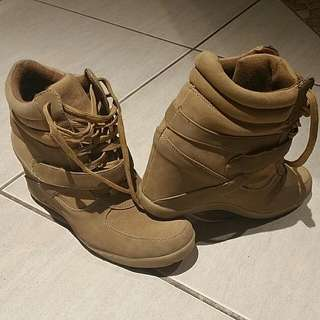 **PENDING** Wedge Sneaker Size 9