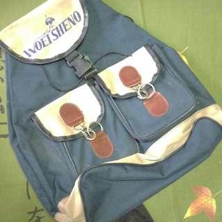 深藍後背包