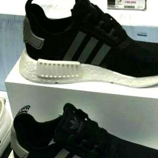 賣全新 Adidas  NMD新出波鞋,黑色,杏色,100%全新 41.5 size