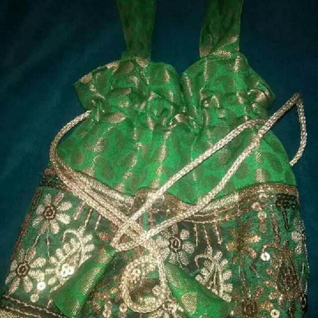 Nice ladies Clothes and Bags $5 Each 😊
