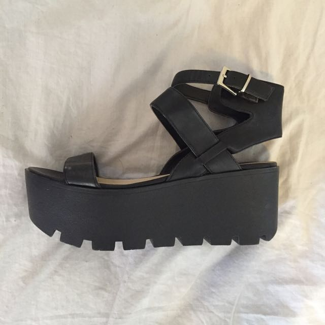 Betts Shoes Size 6