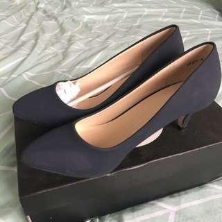 Novo Shoes Mini High Heels Size 6