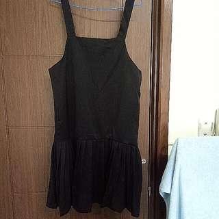 純黑吊帶百褶裙