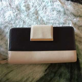 Kate Hill Black/taupe Travel Wallet XL
