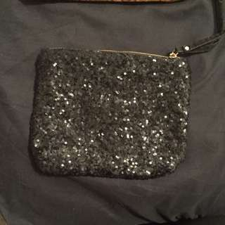 Black Sequence Hand Holding Bag
