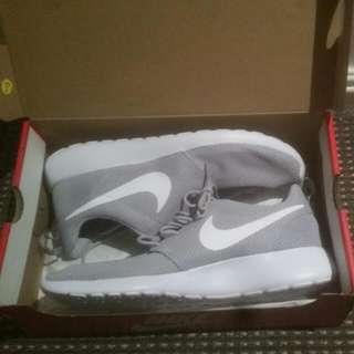 Men's Grey Nike Roshe One's 9/9.5