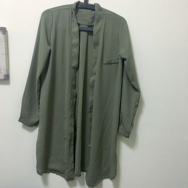 (預定)墨綠色長版罩衫