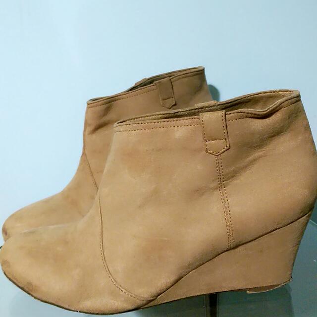 Bershka V-slit ankle Boots