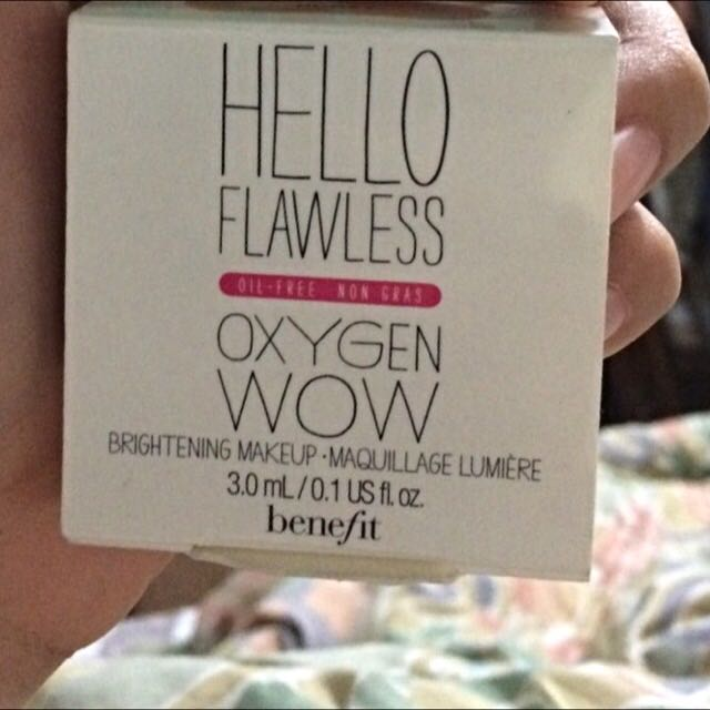Hellow Flawes (foundation) Benefit