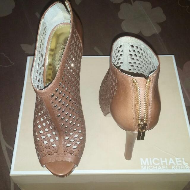 Michael kors graham Booties