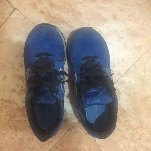 new balance藍色運動鞋