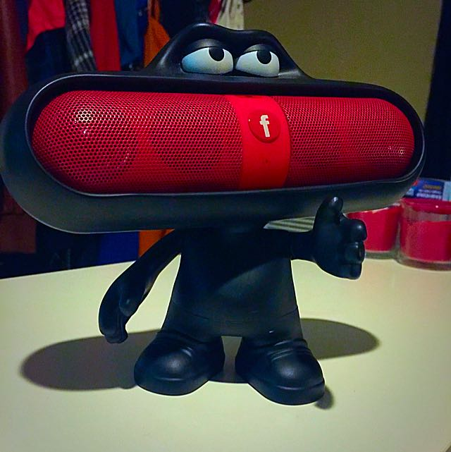 ..:::[**Pill Speaker With Dude Holder Stand!**]:::..