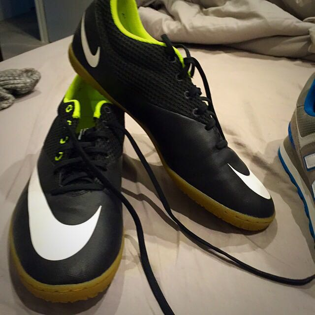 Size 11 Indoor soccer Boots