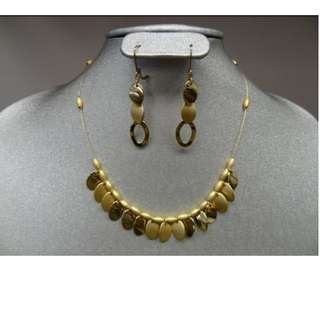 **Vintage NINE WEST SIGNED NECKLACE & EARRING SET YELLOW GOLD TONE PLATED 17IN