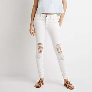 FOREVER 21 - White Distressed Skinny Jeans