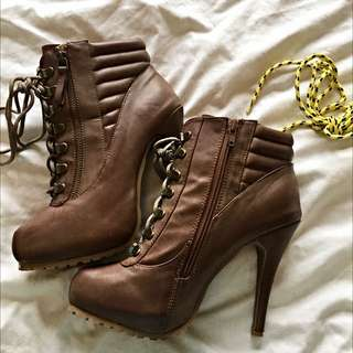 NOVO SIZE 9 BROWN BOOTS