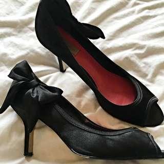 Diana Ferrari Bow Heels Size 9
