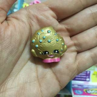 Shopkins S5 Golden Exclusive Cookie For Trade With White Dum Mee Mee