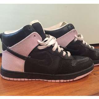 Women's Nike Shoes Size 8.5 US (Black and Pale Pink)