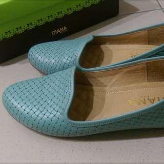 Diana 專櫃湖水藍平底鞋
