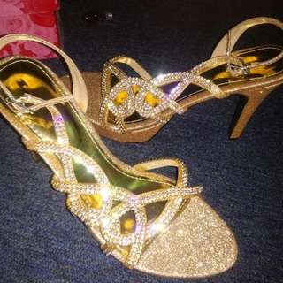 Preloved Gold Heels For Party 💖