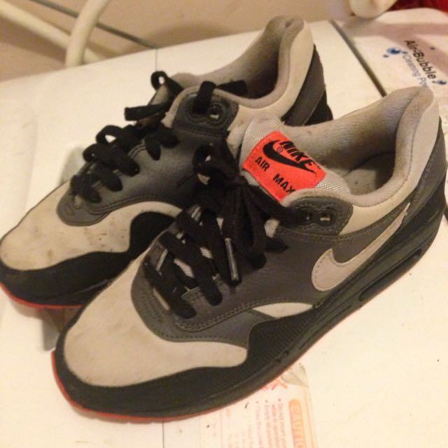 NIKE AIRMAXES ONLY BEEN WORN FEW TIMES