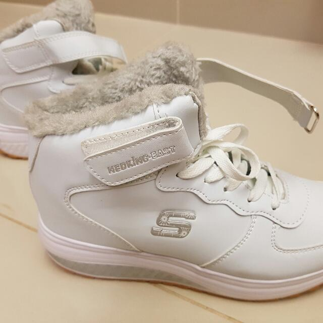 White Winter Sneakers. Size 38