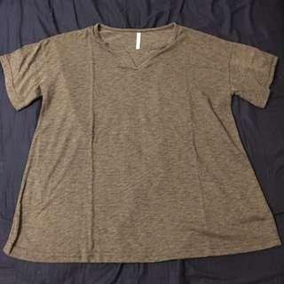 灰色V領短袖T恤