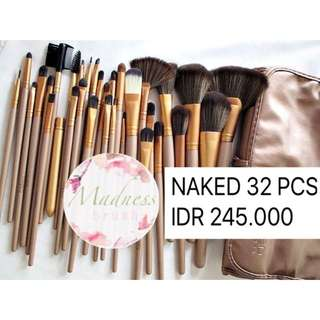 NAKED 32 PCS BRUSH SET