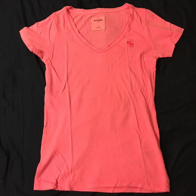 A&F 粉色V領短袖T恤