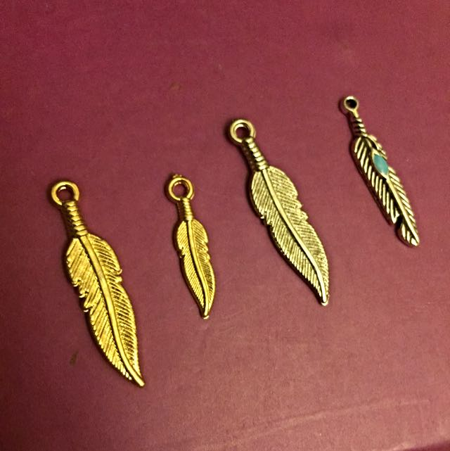 Feather Charm Necklace/chocker
