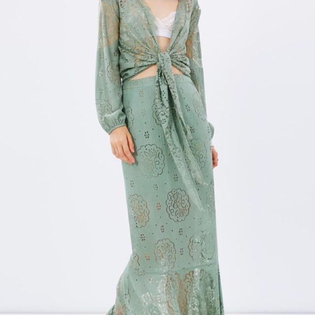 IN SEARCH OF [NOT SELING]: Hansen & Gretel Taylor Top & Sage Skirt in Moss - Size 0 or 1