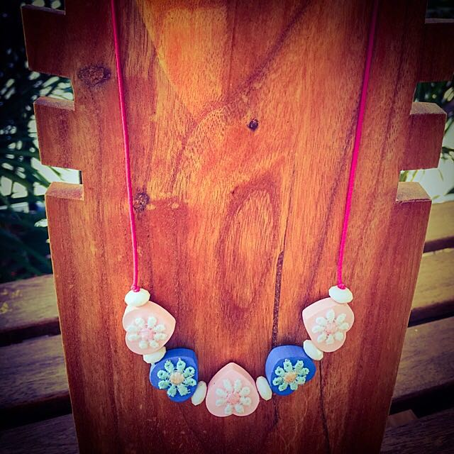 (NEW) Floral Lace Wooden Necklace