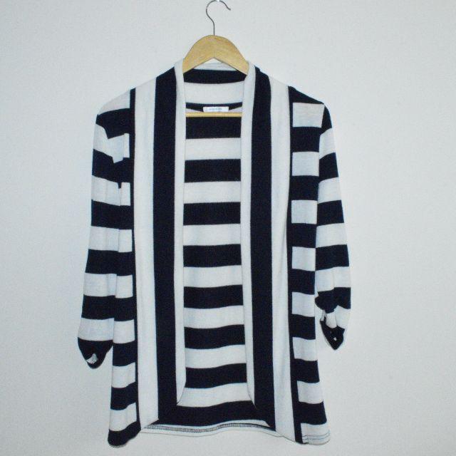 Valleygirl cardigan size 6-10