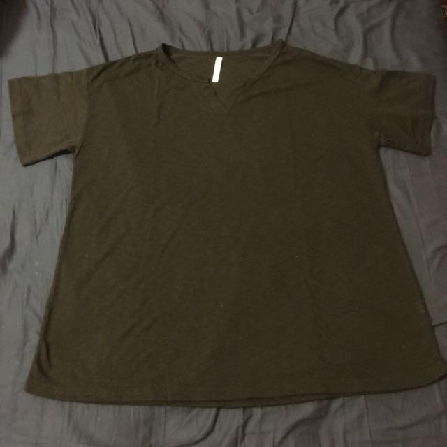 黑色V領短袖T恤