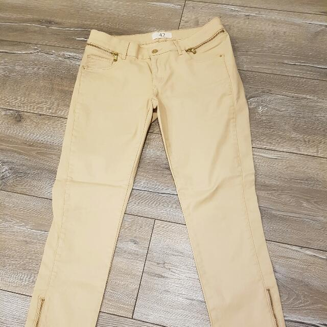 ZARA Basic Creme Wax Coated Pants - Size 42 / Size 12 *SOLD OUT*