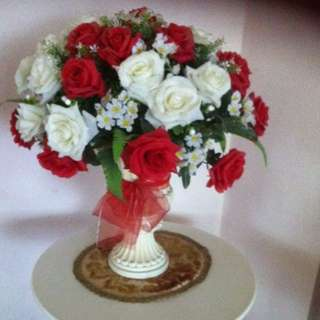 Vase + Flowers 🌹