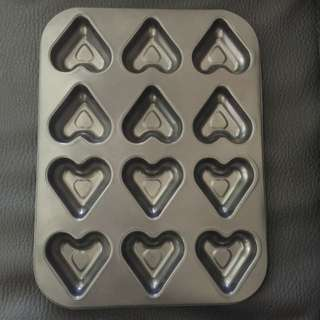 Brand New --- Baking cupcakes Muffin Shaped Shells Cake Heart 12 Holes Non-stick