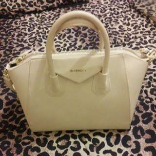 Givenchy. Beige Hand Bag