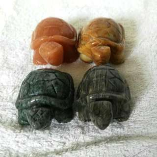 (21% Off) 2-in Hand Carved Natural Semiprecious Stone Turtles At Factory Prices 2寸手工雕刻的天然半宝石龟-以厂商价大促销