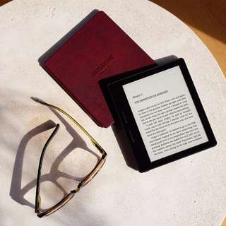 "New - Limited Stocks - Kindle Oasis E-reader with Leather Charging Cover - Merlot/Walnut 6"" High-Resolution Display (300 ppi), Wi-Fi - Includes Special Offers. Includes Paid Kindle Books"