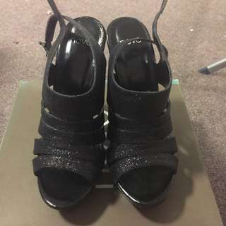 Open Toe Sparkly Novo Shoes Size 6