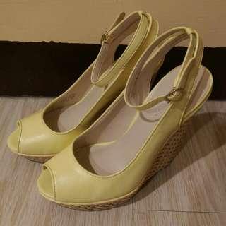 NINE WEST 鵝黃色 魚口楔型鞋