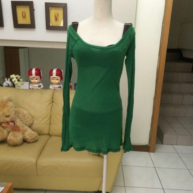 班尼頓綠色合身低胸上衣